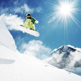 Snowboarder At Jump Inhigh Mountains At Sunny Day Photographie par  dellm60