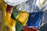 Prayer Flags on the Summit of Gokyo Ri, Gokyo, Nepal Fotografisk tryk af David Noyes