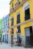 Pastel Buildings Near City Center, Havana, Cuba Fotodruck von Bill Bachmann