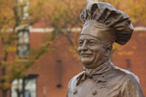 Statue of Famed Chef Boy-Ar-Dee, Omaha, Nebraska, USA Fotografie-Druck von Walter Bibikow