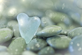 Heart-Shaped Beach Glass and Wet Rocks, Seabeck, Washington, USA Photographie par  Jaynes Gallery