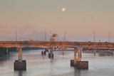 Moonset from the Arkansas River at Dawn, Little Rock, Arkansas, USA Fotodruck von Walter Bibikow