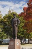 Eisenhower Statue, Abilene, Kansas, USA Fotografie-Druck von Walter Bibikow