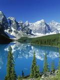 Wenkchemna Peaks and Moraine Lake, Banff NP, Alberta, Canada Fotografisk trykk av Adam Jones