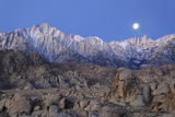Moonset on Lone Pine Peak and Mt Whitney, California, USA Fotodruck von  Jaynes Gallery