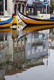 Moliceiro Boats by Art Nouveau Buildings Canal, Averio, Portugal Fotografisk tryk af Julie Eggers