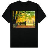 Fall Foliage Surrounds an Open Gate T-skjorter