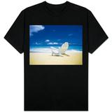 Beach Chair on Empty Beach T-skjorter