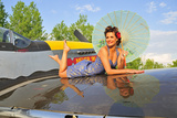 1940's Style Pin-Up Girl with Parasol on a Vintage P-51 Mustang Fotografiskt tryck