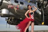 Beautiful 1940's Style Pin-Up Girl Standing under a B-17 Bomber - Fotografik Baskı