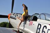 Beautiful 1940's Style Pin-Up Girl Posing with a P-51 Mustang - Fotografik Baskı