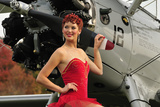 Redhead Pin-Up Girl in 1940's Style Dancer Attire Holding on to a Vintage Aircraft Propeller Fotografiskt tryck