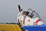 1940's Style Pin-Up Girl Sitting on the Wing of a Vintage T-6 Texan Aircraft Fotografiskt tryck