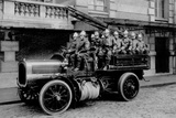 The Firemen, Conveys Transporting the Great Scale Fotografie-Druck von Brothers Seeberger