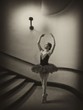A Ballerina Dancing En Pointe in a Stairwell Reproduction photographique par Kike Calvo
