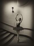 A Ballerina Dancing En Pointe in a Stairwell Fotografisk tryk af Kike Calvo