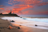 Sunset and Surf Surging onto the Beach at the Montauk Point Lighthouse Fotografisk tryk af Robbie George