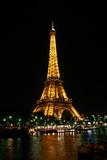 Babak Tafreshi - Night View of the Eiffel Tower and Colorful Lights Fotografická reprodukce