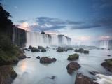 A Dramatic Sunset over Iguacu Waterfalls Fotografisk tryk af Alex Saberi