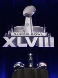 NFL Super Bowl 2014: Feb 2, 2014 - Broncos vs Seahawks - Super Bowl XLVIII Helmets, Lombardi Trophy Fotografisk trykk av Matt Slocum
