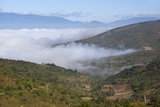 Morning Fog over Kengtung and Shan Hills on Road to Loimwe Reproduction photographique par Stuart Black