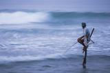 Stilt Fishing, a Stilt Fisherman in the Waves at Midigama Near Weligama, South Coast Photographie par Matthew Williams-Ellis