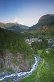 The Matterhorn, 4478M, and Zermatt, Valais, Swiss Alps, Switzerland, Europe Fotografisk tryk af Christian Kober