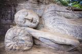 Reclining Buddha in Nirvana at Gal Vihara Rock Temple Fotografisk trykk av Matthew Williams-Ellis