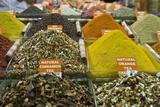 Tea and Spices for Sale in Spice Bazaar, Istanbul, Turkey, Western Asia Fotografie-Druck von Martin Child