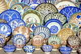 Earthenware Plates and Dishes from Fez Fotografie-Druck von Guy Thouvenin