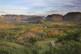 Vinales Valley, UNESCO World Heritage Site, Bathed in Early Morning Sunlight Fotodruck von Lee Frost