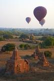 Hot Air Balloons Above Bagan (Pagan), Myanmar (Burma), Asia Papier Photo par  Tuul