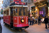 Historic Red Tram on Istiklal Caddesi, Beyoglu, Istanbul, Turkey, Europe Photographie par Neil Farrin