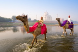 Gavin Hellier - Man and Boy Riding Camels in the Yamuna River in Front of the Taj Mahal Fotografická reprodukce