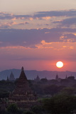 Sunset over the Bagan Temples Dating from the 11th and 13th Centuries Papier Photo par Stuart Black