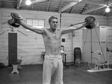Steve McQueen Working Out in the Paramount Studio Gym, Califorina 1963 Fotografisk trykk av John Dominis