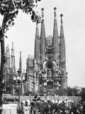The Cathedral of the Sagrada Familia in Barcelona, 1939 Fotografie-Druck