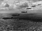 Heinkel III Squadron in Flight over Paris Photographie