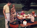 1960s Family Father Mother Two Sons Daughter Enjoying Outdoor Bar-B-Cue Reproduction photographique