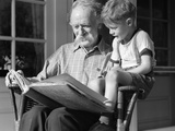 1940s Grandfather on Porch Reading to Grandson Fotografiskt tryck