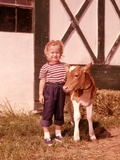 1950s-1960s Girl Rolled Up Denim Jeans with Guernsey Calf Outside Barn Photographie