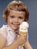 1960s Retro Girl Ice Cream Cone Smile Lámina fotográfica