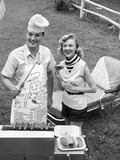 1950s Couple Backyard Grill Cook Hot Dogs Man Wearing Apron Toque and Skewered Hot Dog Fotografisk tryk