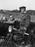 1930S Couple in Convertible Coupe Stopped by Motorcycle Cop Checking License of Driver Papier Photo
