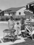 1950s Family in Backyard Beside Pool Having Cookout of Hot Dogs and Hamburgers Photographie