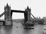 View Towards Pool of London Photographic Print