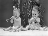 1940s Twin Babies with Party Hats Horns and Paper Streamers New Year Celebration Studio Papier Photo