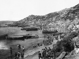 Troops Landing at Anzac Cove, Gallipoli Reproduction photographique
