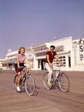 1950s Teen Couple Riding Bikes on the Boardwalk Jersey Shore Fotoprint