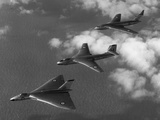"Britain's ""V-Bomber"" Trio Flying in Formation Photographie"